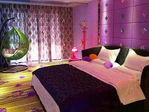 背景墙 房间 家居 酒店 设计 卧室 卧室装修 现代 装修 300_225图片