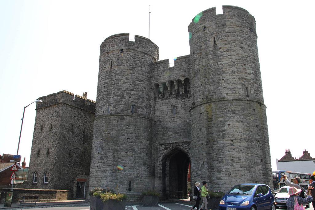城墙上还有半圆形的塔楼