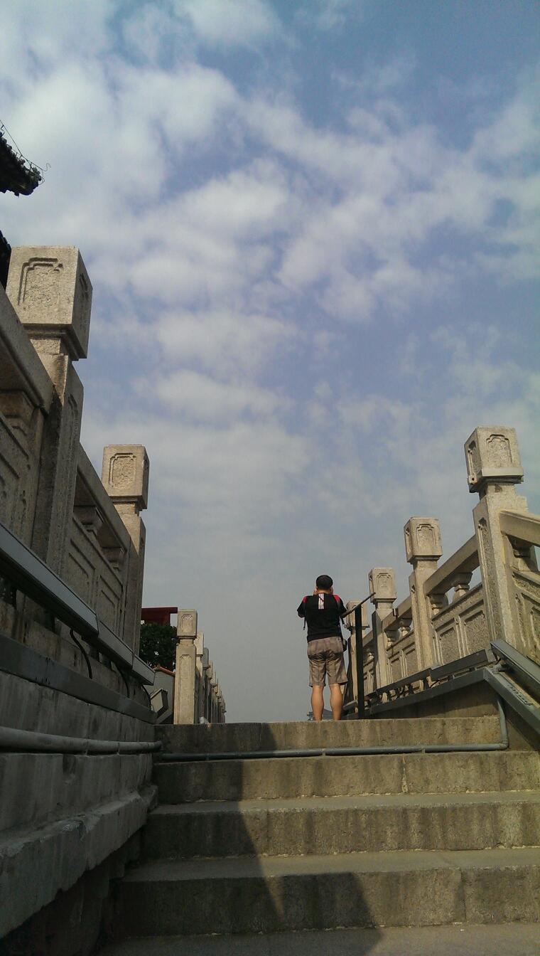钟楼 钟楼 从南京飞到西安两个小时左右就到了,第一次坐飞机有点激动