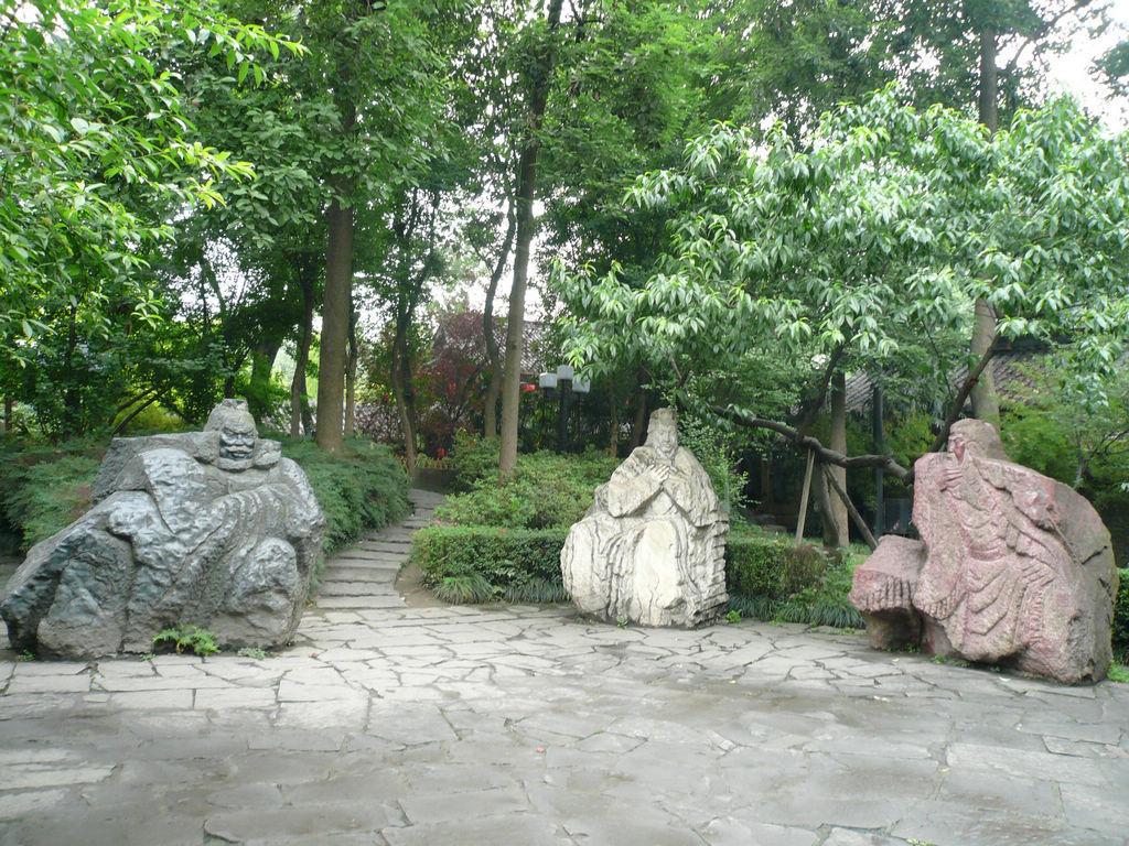云阳县高速路出口 张飞雕像