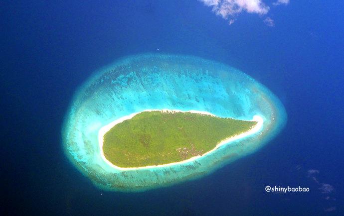 在内陆飞机上俯瞰马尔代夫群岛是一件非常享受的事情,当大家看到