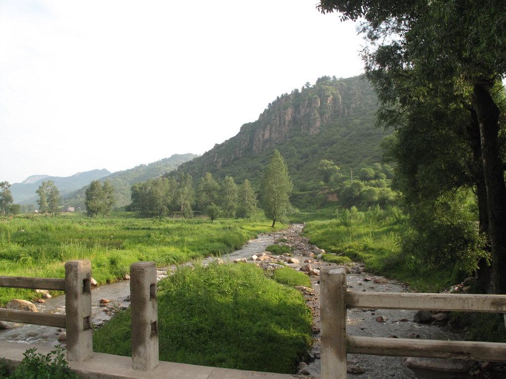 景点介绍 庞泉沟位于方山县城以北30公里处,是以保护国家一类野生动物