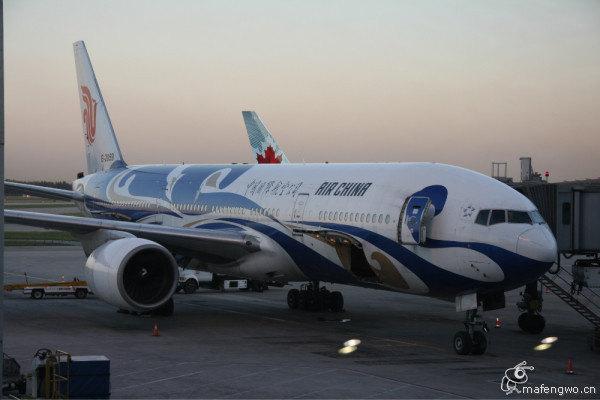 从北京出发乘坐国航ca979还是彩绘飞机777机型,夜里11点多到达了