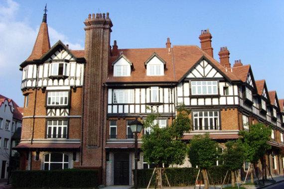 酒店紧邻泰晤士小镇,靠近松江大学城,佘山旅游度假区,交通便利