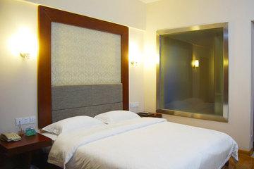 <b>【不足百元的经济首选!】</b>尊享<b>南宁迪诺商务酒店标准间</b>1晚!酒店是一家商务型酒店,位于高新区丰达路,毗邻广西大学、动物园!
