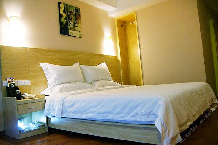 安逸158连锁酒店(达州店)商务大床间/商务标准间