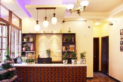 酒店位于西安市西五路83号革命公园西100米处,与陕西省人民政府相距20