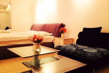 <b>【超值特惠 千人推荐】</b>尊享<b>沈阳华晨馨居酒店公寓豪华大床房</b>1晚!酒店是公寓式酒店,位于大东区国瑞城,地理位置优越,房间整洁舒适!