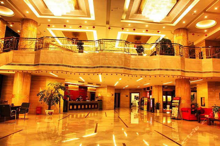 酒店位于永定区子午路,近吉首大学,离飞机场和火车站仅10分钟车程,距