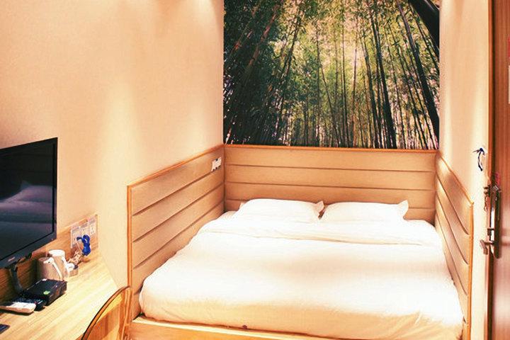 青岛摩登设计师酒店图片