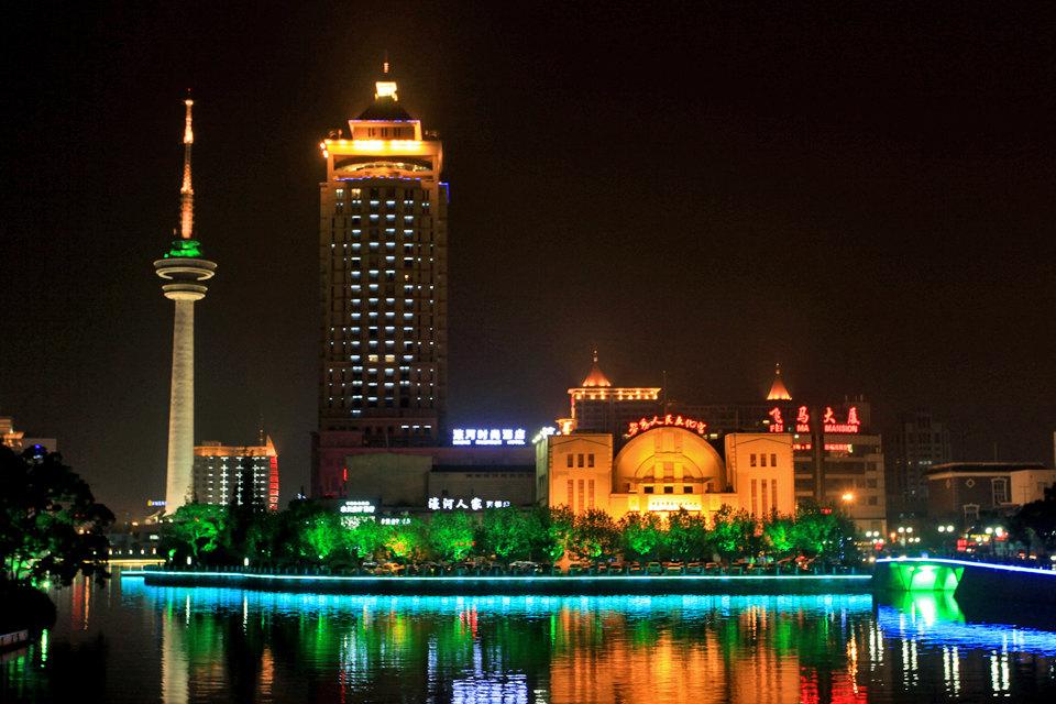 南通濠河时尚酒店(高级河景大床房)