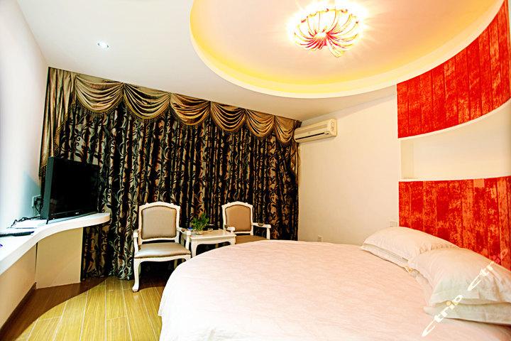 别墅豪华圆床主卧室装修效果图 欧式
