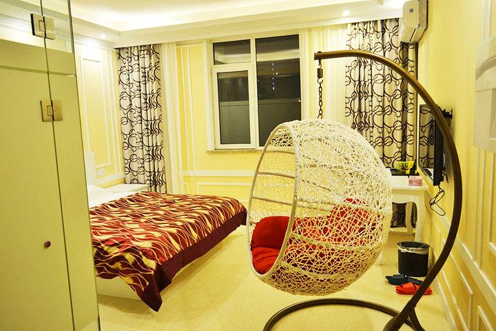 青岛678主题精品酒店(农业大学店)