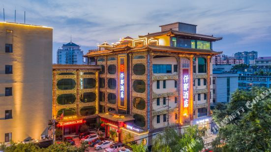 Qianna Hotel (Jinan Daming Lake)