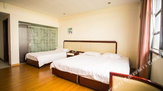 Donggang Business Hotel