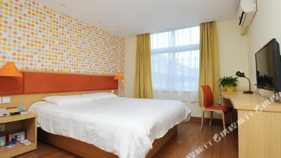 Home Inn (Nantong Gangzhangqu Yuejiang Road Wanda Plaza)