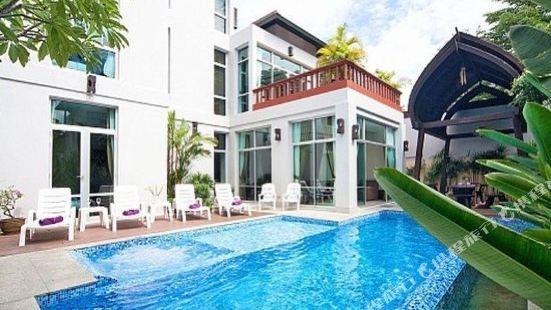 Jomtien Waree 9 with 6 Bedrooms Pattaya