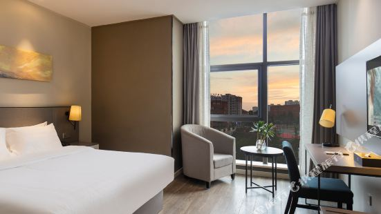 Ease Hotel (Guiyang Convention and Exhibition Center Financial City)