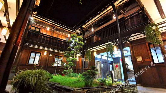 No.5 Courtyard Hostel