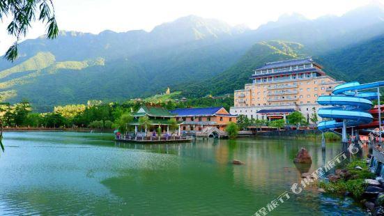 Lotus Mountain Hot Spring Resort