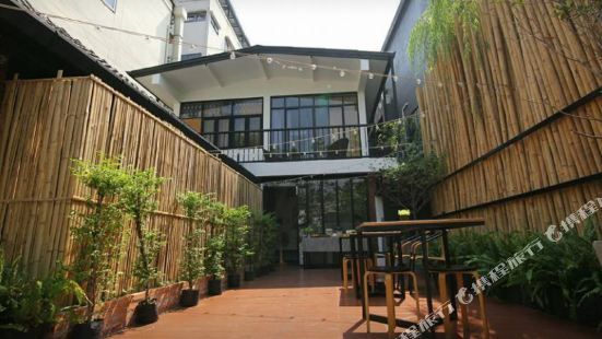 Z's Hostel @ Tha Phae Gate