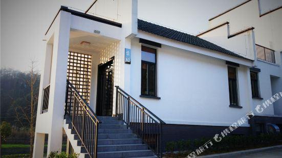 Puxi Riverside Mountain Villa