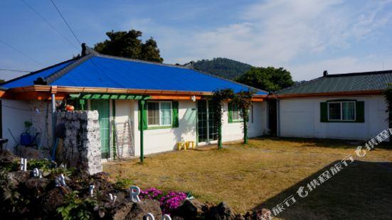 Herstory Guesthouse Jeju