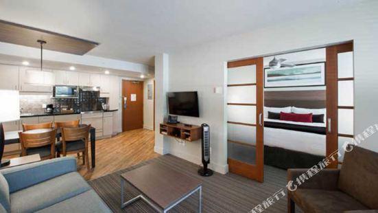 West Coast Suites at UBC Vancouver