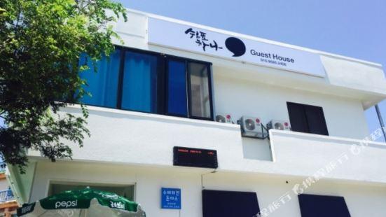 Comma Hana Guesthouse