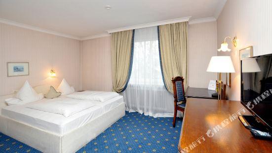 Hotel Altmünchen by Blattl