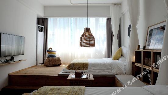 重慶街頭的LU宿公寓(5號店)