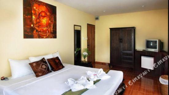 Karo Pool Hotel
