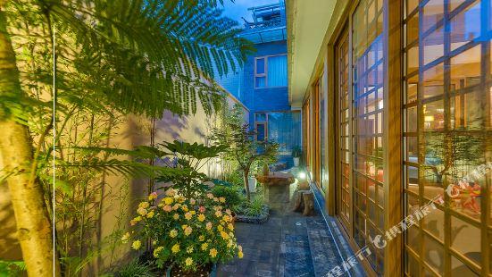 Huaque Courtyard