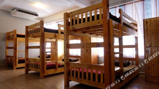 Good Deal Hostel