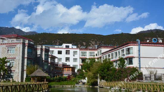 林芝平措康桑藏泊花園酒店