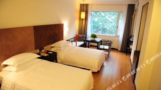 8.8 Beijing Chain Hotel