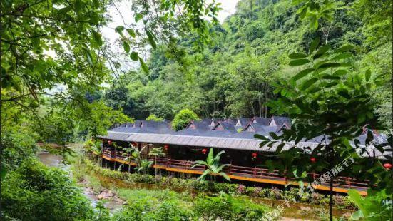 Baoniu Mountain Villa