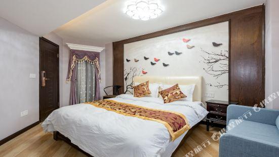 重慶夏夜飛雨公寓