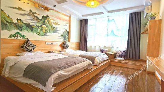 Lingqi Courtyard Hotel