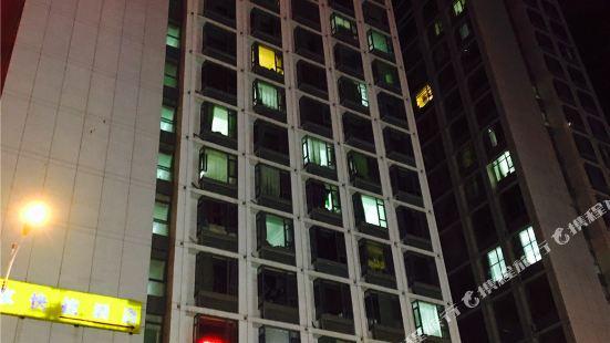 Waldorf Multi-level Apartment