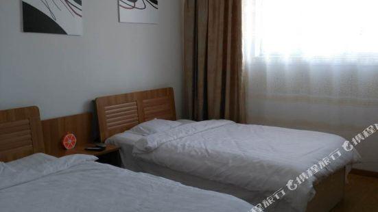 滿洲里草原一家公寓