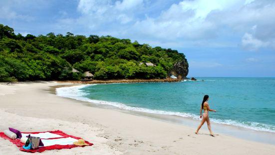 Aqua Oceanfront Resort