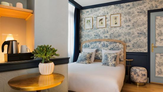 Hotel de Neuve  by HappyCulture Paris