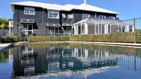 Black Swan Lakeside Boutique Hotel