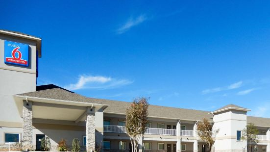 俄克拉何馬城育空 6 號開放式公寓酒店