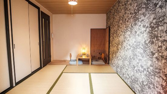 Good location1 minute walk from Fushimi Inari St