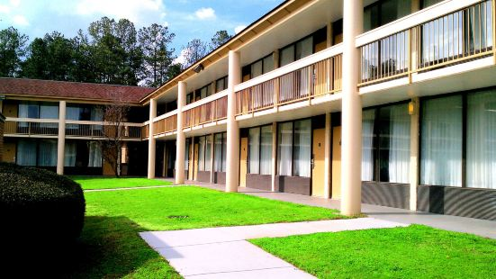 Days Inn & Conf Center by Wyndham Southern Pines Pinehurst