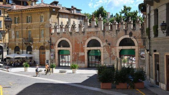 Dolce Verona Suites