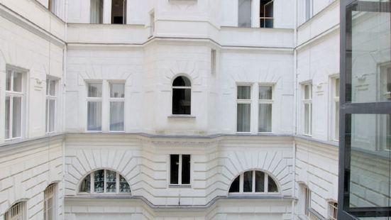 豪華公寓 Hi5 酒店 - 卡爾曼伊米雷套房