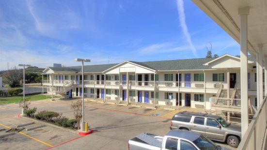 Motel 6-Kerrville, TX